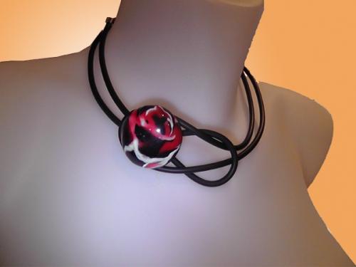 Collier Boule bouton rouge noir blanc