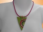 Collier ethnique vert anis-fuschia